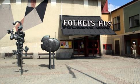 Ingvar Karmhed / Svd / TT Tre män misstänks ha skjutit mot två ordningsvakter i Årsta i Stockholm. Arkivbild.