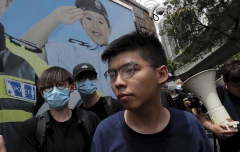 Kin Cheung/AP/TT Protestledaren Joshua Wong uppges ha gripits i Hongkong. Bild tagen i juni.