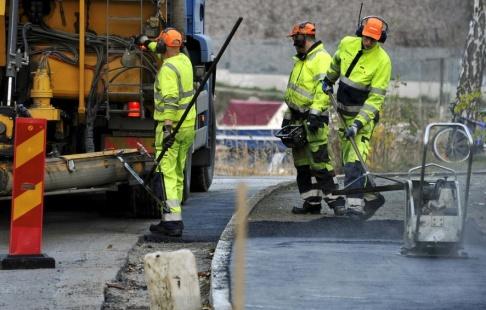 Hasse Holmberg / TT Oron bland vägarbetare har ökat kraftigt till följd av bristande säkerhet. Arkivbild.