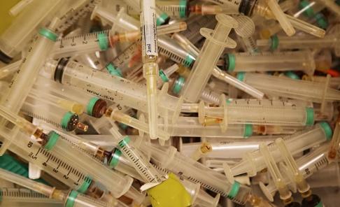 Martina Holmberg / TT I Sverige sprids hepatit C oftast mellan missbrukare som delar sprutor. Arkivbild.