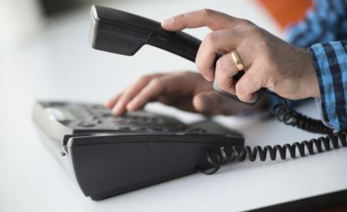 Fredrik Sandberg/TT Stockholmare fick under augusti vänta länge på att komma fram till polisens telefonväxel. Arkivbild.