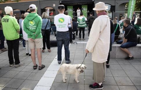 Jessica Gow/TT En högre andel valda miljöpartister hoppar av. Bild från fjolårets valrörelse.