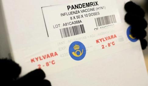 MARTIN OLSSON / POSTEN / HANDOUT Den 12 oktober 2009. Vaccin mot svininfluensan levereras till landstingen på flera platser i landet. Arkivbild.