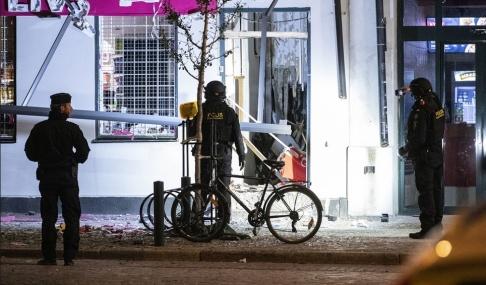 Johan Nilsson/TT Någonting har exploderat vid en livsmedelsbutik i centrala Lund..
