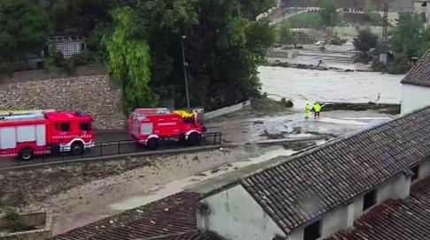 TT/AP Räddningsarbete pågår i staden Ontiyente i Spanien.