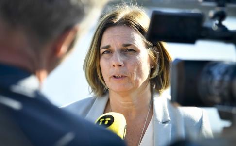Karin Wessl n/TT Miljö- och klimatminister Isabella Lövin (MP) håller en pressträff på Strömparterren i Stockholm. Arkivbild.
