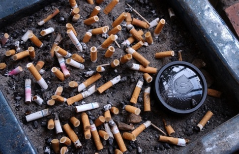 Jan Collsiöö /TT Med kraftigt höjda priser vill Danmarks regering få unga att fimpa, eller helst att aldrig börja röka. Arkivbild