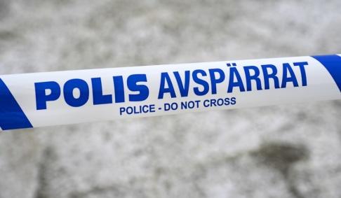 Janerik Henriksson/TT Polisen har spärrat av ett område i centrala Bromölla där en misstänkt skottlossning ägt rum. Arkivbild.
