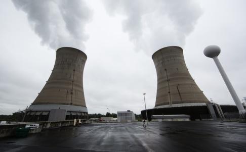 Matt Rourke/AP/TT Kyltornen vid kärnkraftsverket på Three Mile Island utanför Harrisburg. Arkivbild.