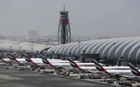 Kamran Jebreili/AP/TT Den internationella flygplatsen i Dubai. Arkivbild.