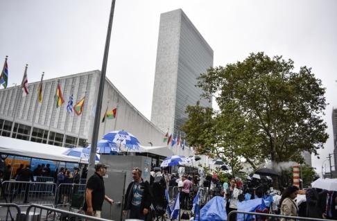 Tina Magnergård-Bjers/TT FN och dess verksamheter släpper ut nära två miljoner ton koldioxid varje år. På bilden FN-skrapan i New York. Arkivbild.