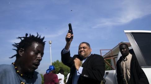 Chery Dieu-Nalio/AP/TT Händelsen fångad på bild av den skjutne AP-fotografen.