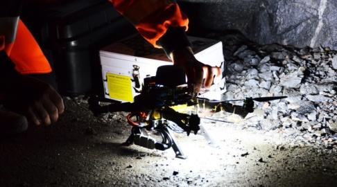 Luleå Tekniska Universitet Drönaren testades nyligen i ett bergrum i Luleå. Pressbild.