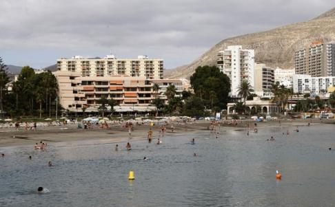Carlos Moreno/AP/TT Stranden Los Cristianos på Kanarieön Teneriffa. Arkivbild