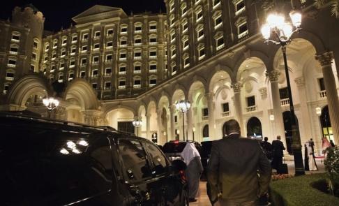 Jacquelyn Martin/AP/TT Ogifta män och kvinnor tillåts dela hotellrum i Saudiarabien. Här Ritz Carlton i huvudstaden Riyadh. Arkivbild