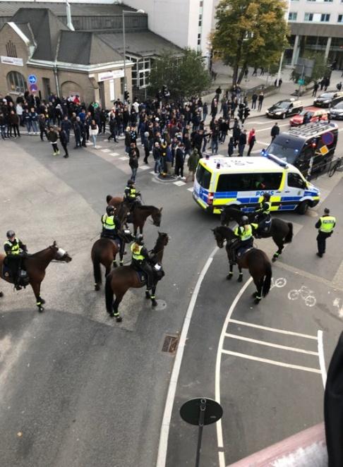 – Det har varit stökigt både före, under och efter matchen, säger Ola Österling presstalesperson på Stockholmspolisen. Foto: Läsarbild.