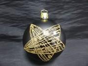 Glaskula matt svart med guldstjärna