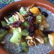 Chiapudding med frukt och nötter