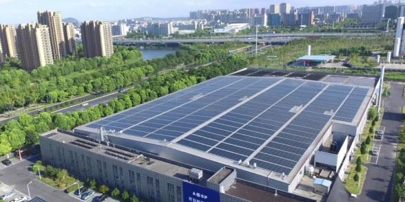 Bildkälla: SolTech, emissionsprospekt SOLT5. Bilden visar Advanced Solar Powers (ASP) fabrik. Ägare till ASP är Familjen Wu, Legend Capital (Lenovos riskkapitalbolag), Sequoia Capital (ansett som ett av världens främsta venture capitalbolag. De har bland annat investerat i Apple och Google), Zhejiang Energy Venture Capital (statligt riskkapitalbolag som ägs av Zhejiang Energy Group som är provinsens motsvarighet till svenska Vattenfall) samt ett antal andra institutionella investerare och medarbetare. ASP äger 49% av Advanced SolTech Sweden (ASAB) där SolTech är majoritetsägare med 51%. ASAB finansierar över 80 solenergianläggningar i Kina. ASAB kommer att börsnoteras under hösten 2019.