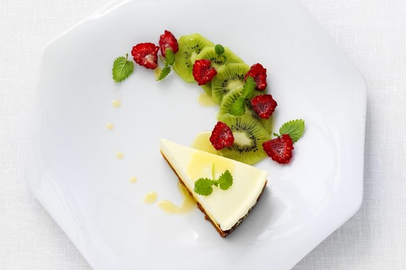 Cheesecake med len citronsåså