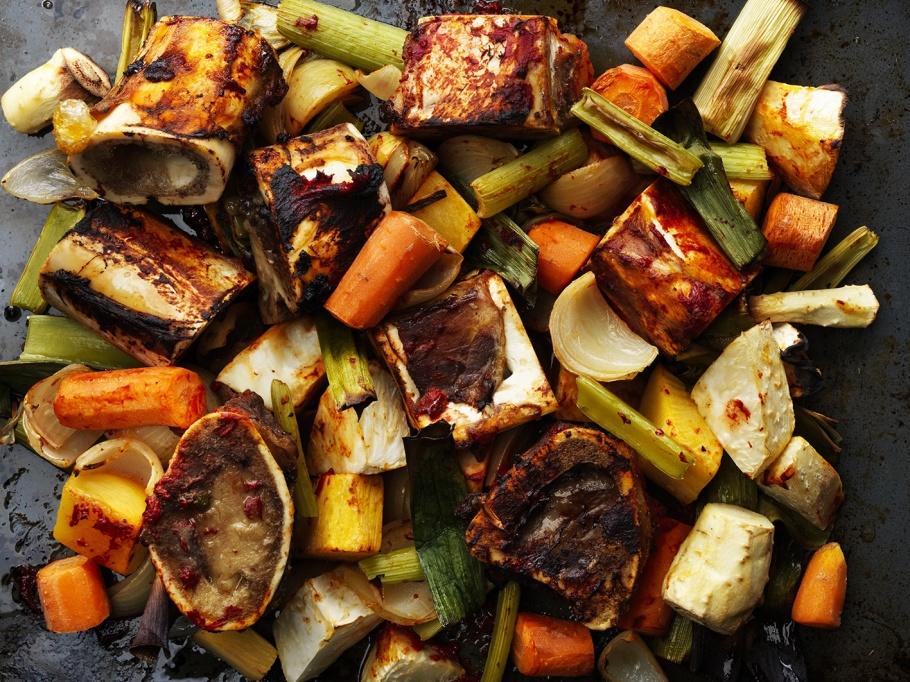 Oxfond, rostade märgben och grönsaker