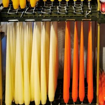 Lackade ljus 100% paraffin färg ljusgula och orange - Ett ljus färg ljusgul