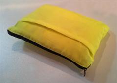 Reflexvästen kommer i smart förvaringspåse (20x15cm).