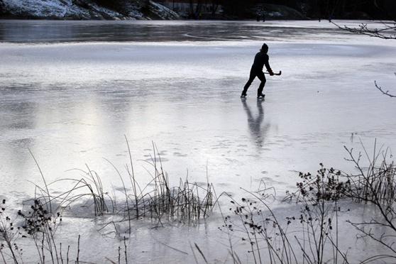 Skridskoåkning på Kottlasjön Foto: Bengt Jansson.
