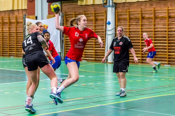 Karolina Söderberg jämnar ut till 22 lika i näst sista minuten.