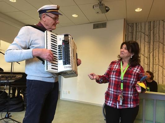 Bert Öhlund och Maria Solomon var ansvariga för dans och glädje dagen till ära.