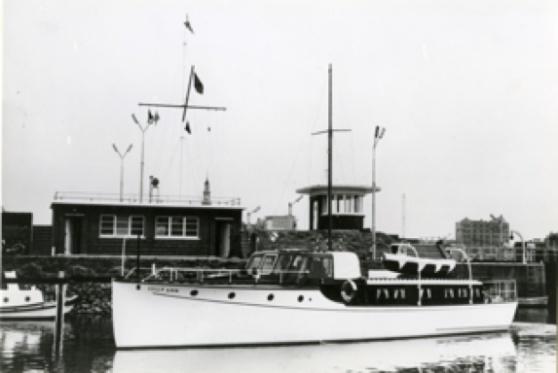 Motorjakten Lilly Ann, 16,0 x 3,10 meter, byggdes på Fröbergs varv 1936, konstruktör var CG Pettersson. Foto: Sjöhistoriska museet.