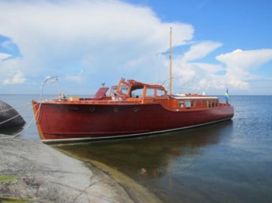 m/s Minandra, en utsökt salongsbåt med måtten 16,0 x 3,5 meter ritad av Ruben Östlund, och byggd på Fröbergs varv 1937. Hon är fortfarande idag i ett ypperligt skick.