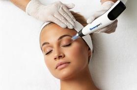 Vi erbjuder hudvård och behandling med Dermapen4 hos oss på ClearSkin Clinic i Halmstad.