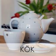 Keramik kopp Single cup och en tekanna i ett kök