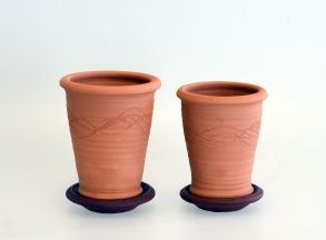 Slinga - mindre terracottakrukor med fat - Större - H 12 cm , Diam 9,5