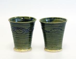Slinga - handdrejad mugg grön -