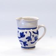 Blå blomma - handdrejad liten kanna