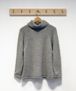 Kelly, stickad tröja duvgrå i alpacka ull - Duvgrå Stl M