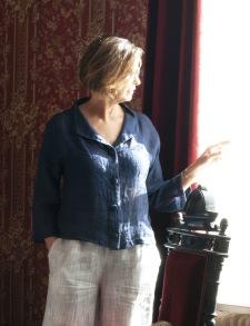 Kort kavaj / blus marinblå i linne med klädda knappar - Kort kavaj / blus marinblå i linne med klädda knappar stl 42
