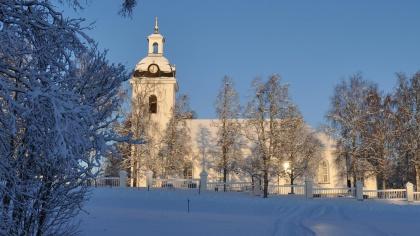 Vinter vid Lockne kyrka. foto Hans-Åke Grinde