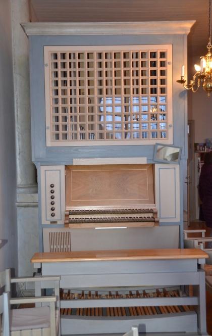 """""""Lillkyrkans"""" lilla tvåmanualiga orgel"""