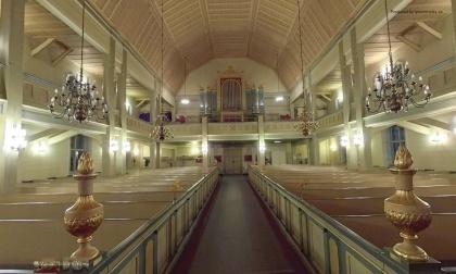 Klicka på bilden och kom till en 360º panoramabild. Tåsjö kyrka med levande ljus (Nytt fönster). foto Queenmedia