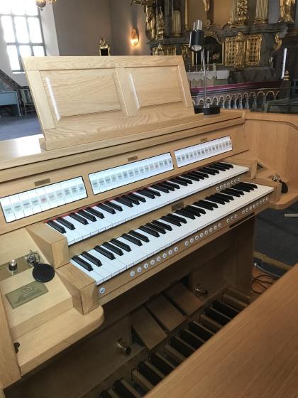 Brunflo kyrkas digitala kororgel