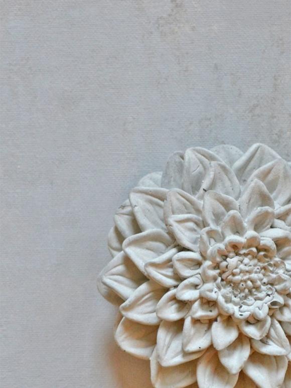 Gjuta i betong. Med Chalk Paint målar du dina gjutna föremål, för utomhus och inomhus.