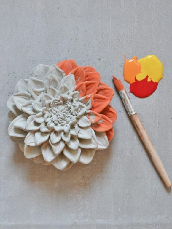 Måla betong är enkelt och roligt. Annie Sloan Chalk Paint fäster på alla ytor, ute och inne.