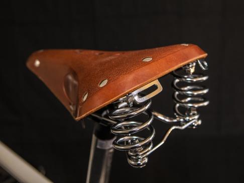Klassisk sadel i äkta läder