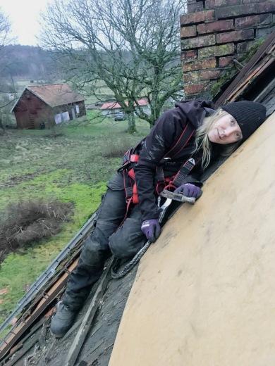 Emilia på taket, näraby ödegård