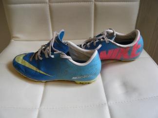 Nike fotbolls skor st 35,5