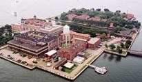 Ellis Island är idag ett immigrationsmuseum och turistdragare.