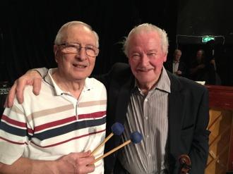 Svängiga jazzgäster; fr v Arne Farell, vibrafon och Gunnar Lidberg, violin.